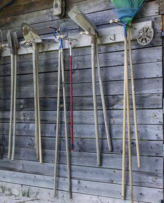 Jak wyposażyć szopkę ogrodniczą?